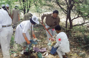 Students participate in park clean up