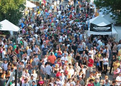 A typical crowd at Wicker Park Fest.