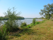 Missouri River bank as example of land use planning challenges