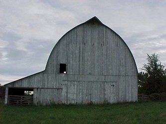barn with nice lines but in need of paint