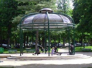 Parc Monceau Paris children's pavilion in a safe park