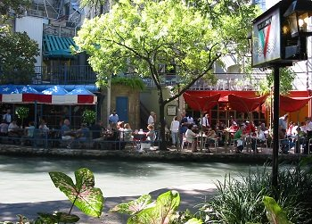 sidewalk cafes on Riverwalk San Antonio